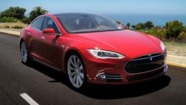 Tesla Model S teria falhas de segurança em sistema operacional, diz consultor