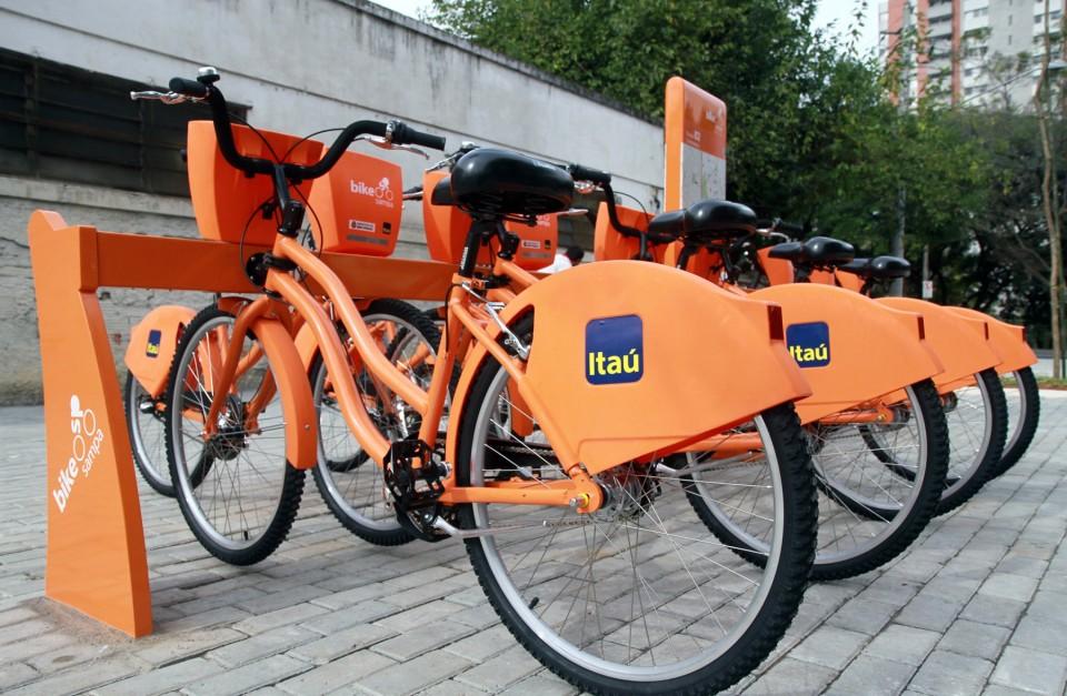 Especialista apresenta vulnerabilidade em sistema e desbloqueia catraca de aluguel de bicicletas do itaú.